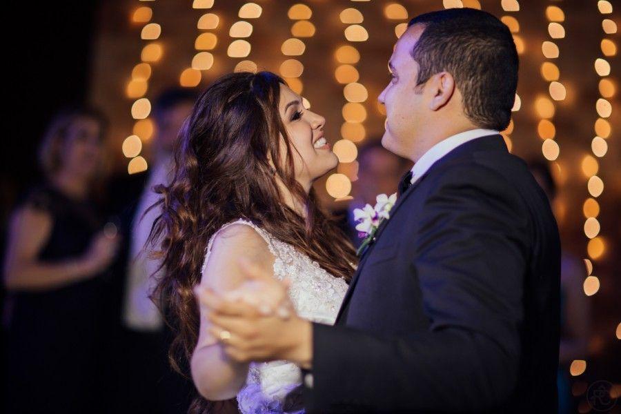 Casamento lindo em ambiente fechado – Nicole e Rafael http://lapisdenoiva.com/casamento-nicole-e-rafael/ Foto: Rafael Covre
