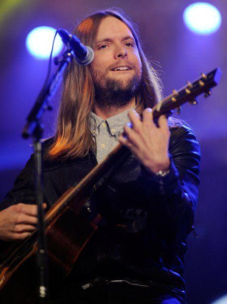Guitarist James Valentine   James Valentine Playing Guitar