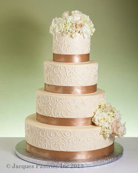 Ivory and bronze cake with delicately tinted flowers