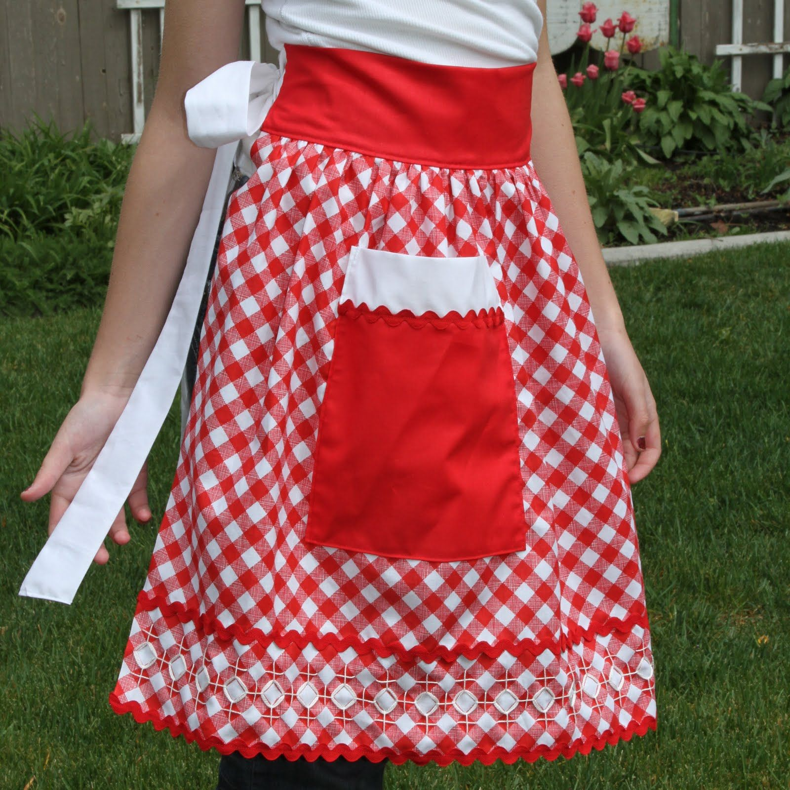 """""""One Yard Apron"""" checked fabric is cute."""