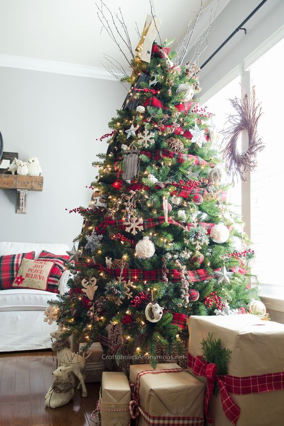 How 10 Interior Design Bloggers Decorated Their Homes For Christmas Decoholic Gold Christmas Tree Decorations Christmas Tree Themes Red And Gold Christmas Tree