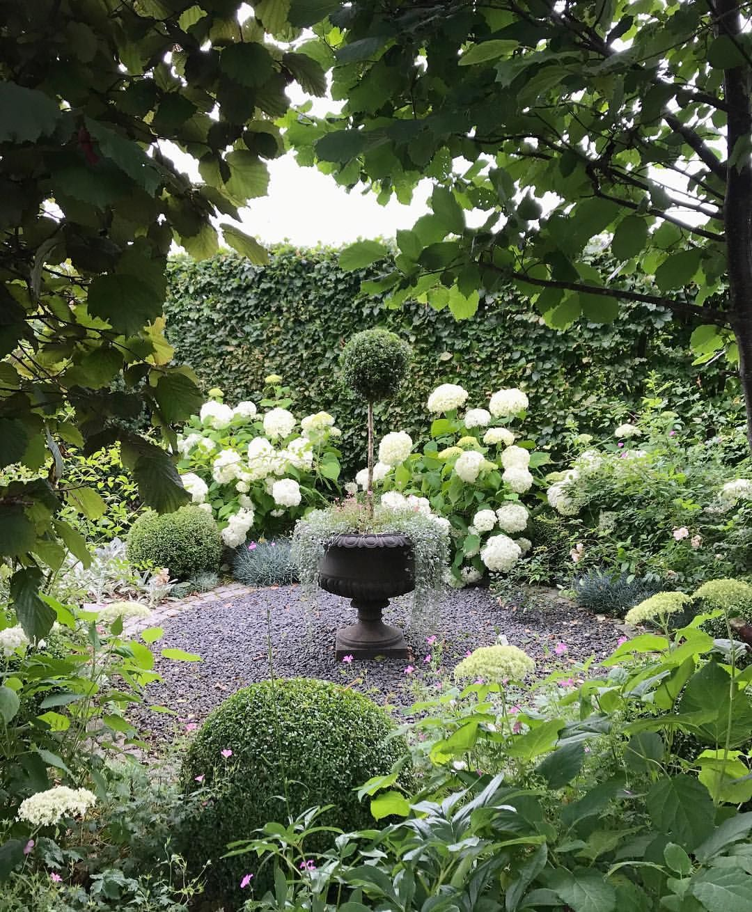 Pin de marianette morales en the secret garden pinterest for Jardines murales