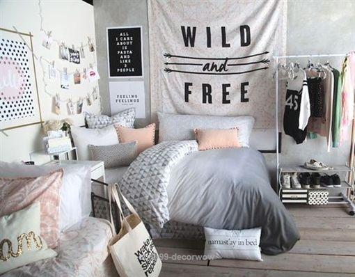 Black teen bed post