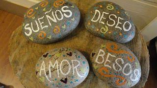 palabras en piedra
