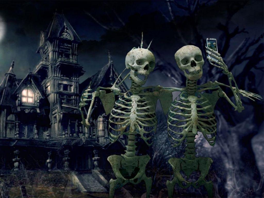 Funny! Skeleton Selfie creepy places in 2019