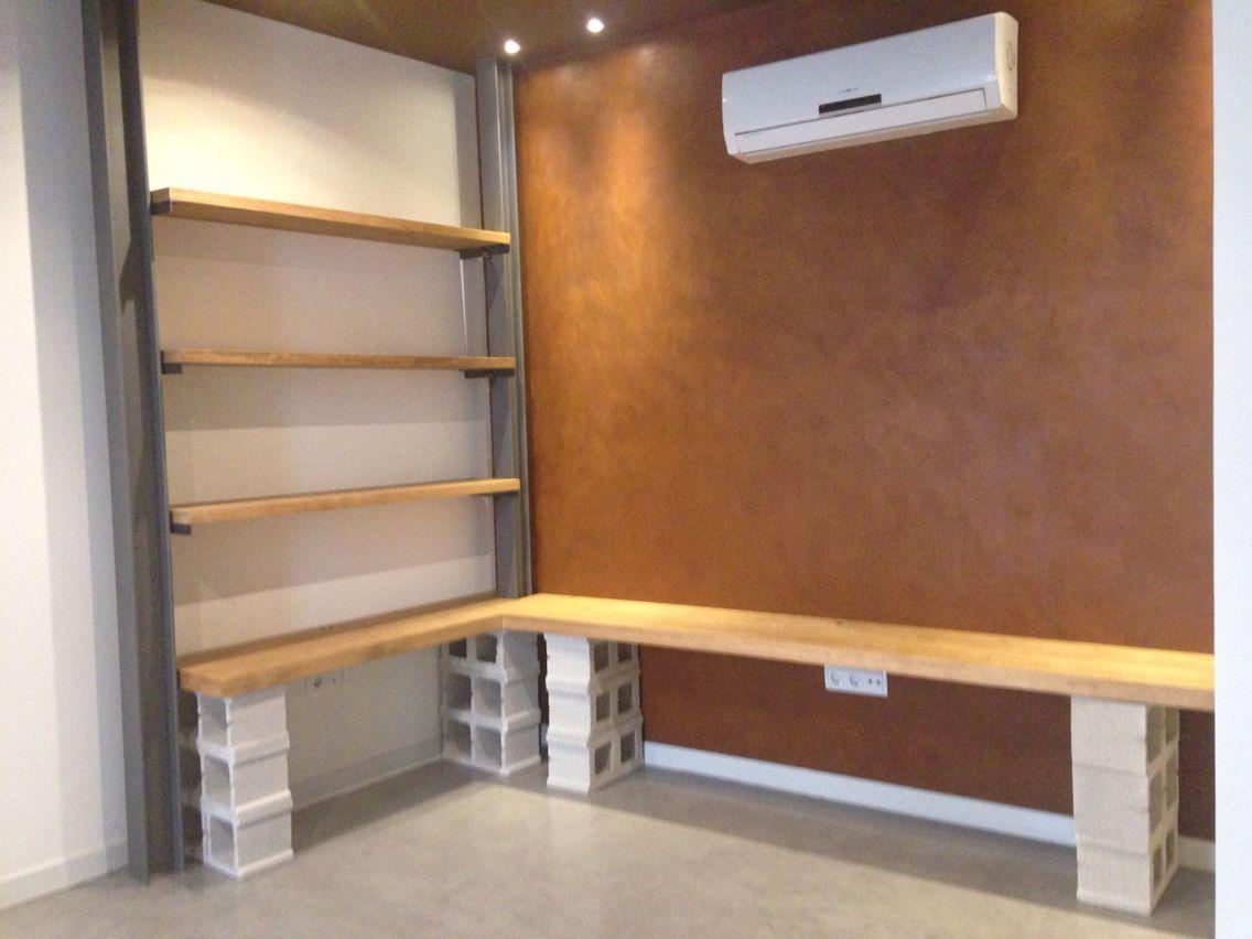 Mueble sal n madera bloques de hormig n estilo for Muebles con ladrillos