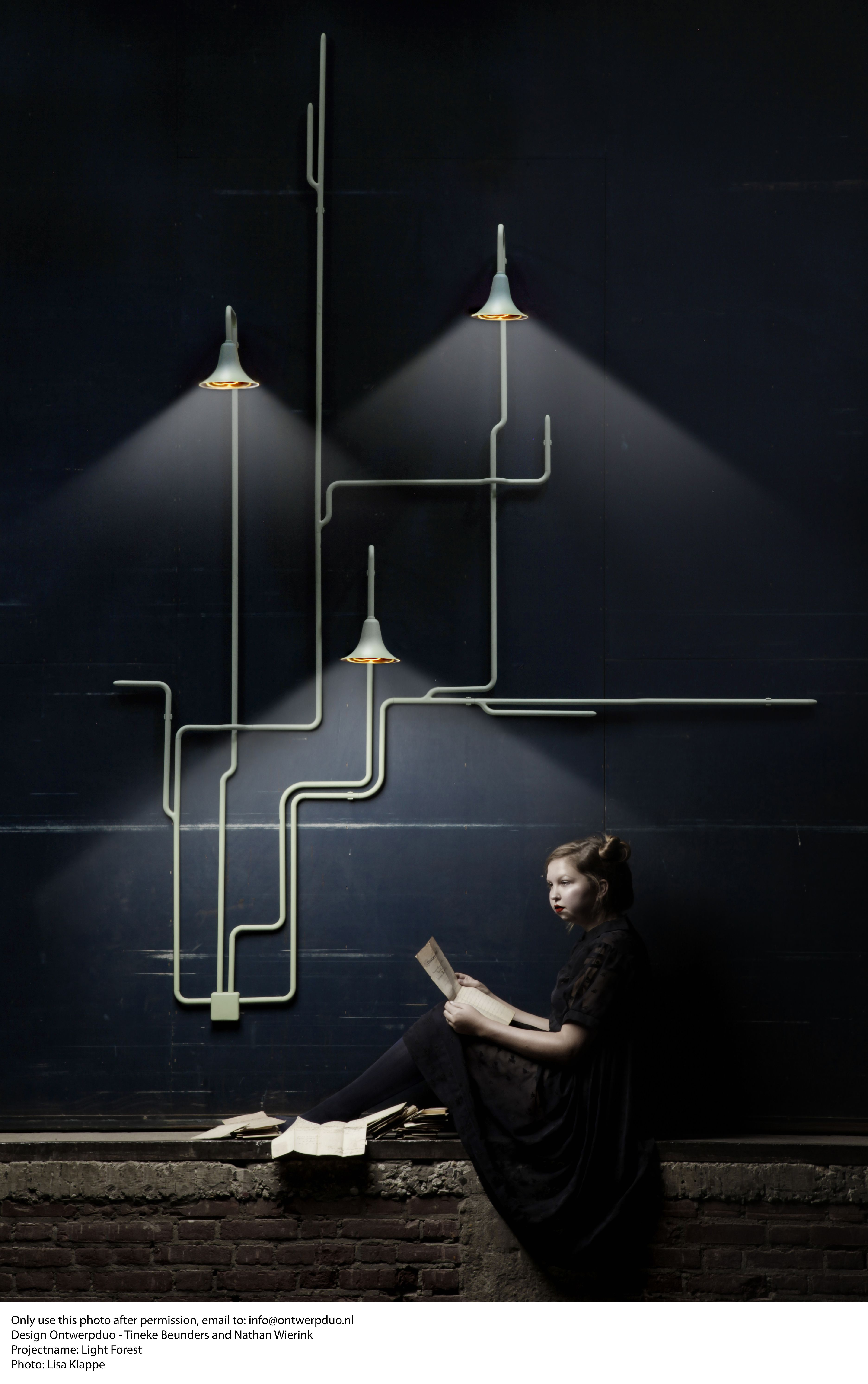 Beautiful lighting against a deep coloured wall. & Sigurd Lewerentz style lamp conduits. | Walls Lights and Lamp shades azcodes.com