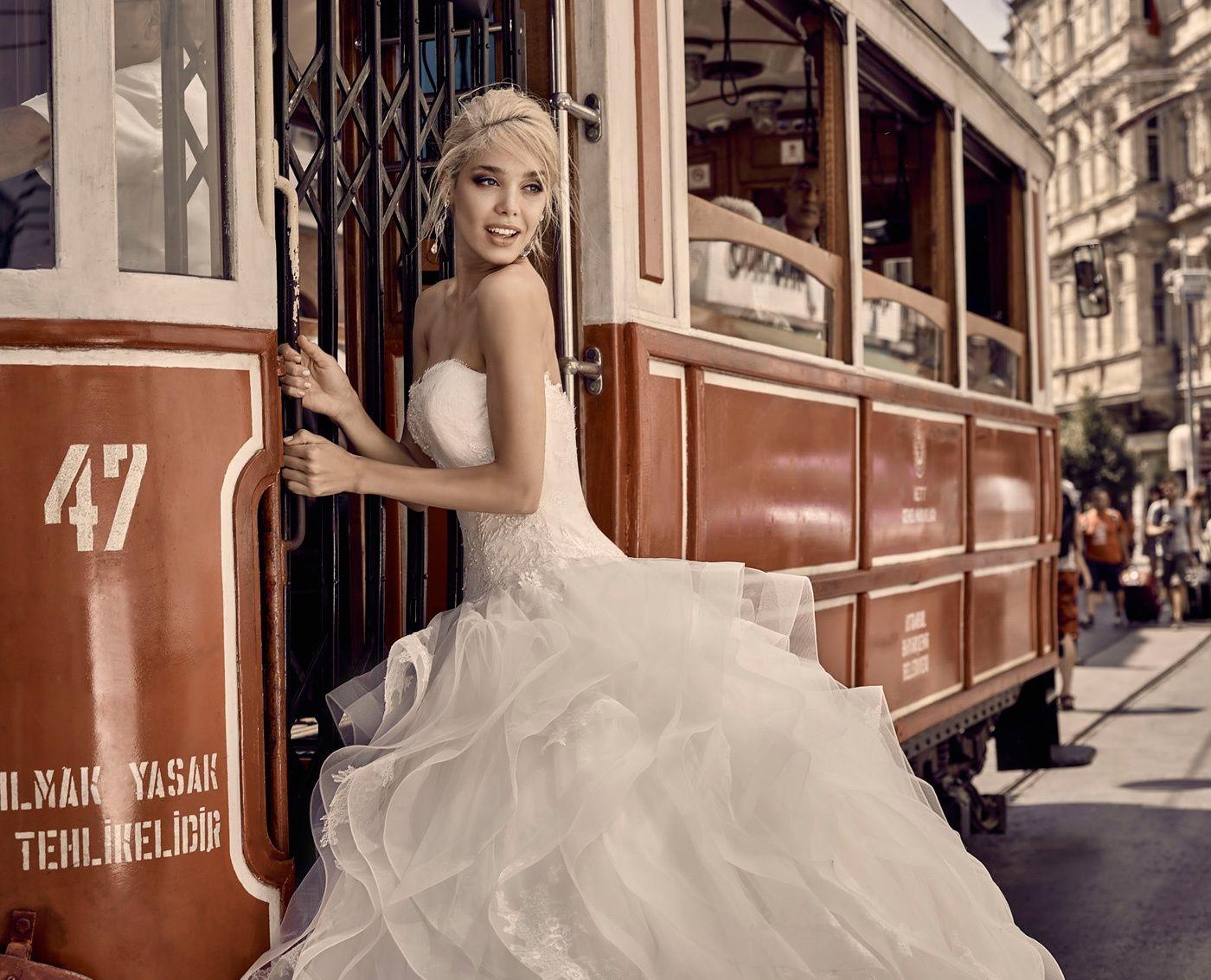 Moda sposa 2016 - Collezione NICOLECAMPAIGN.  NIAB16081I. Abito da sposa Nicole.
