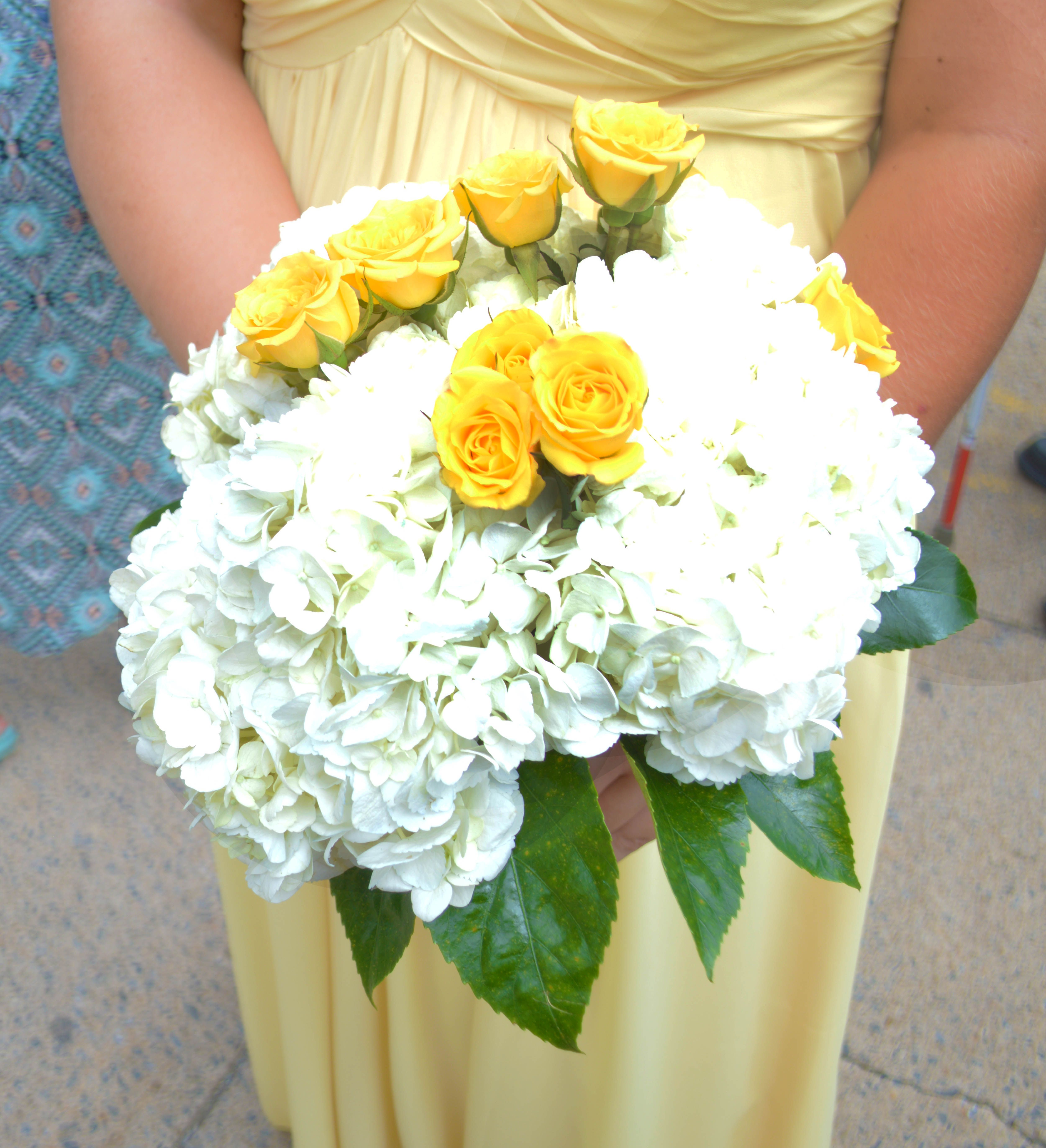 Yellow And White Wedding Flowers Photo By Lynsie Lou Photography