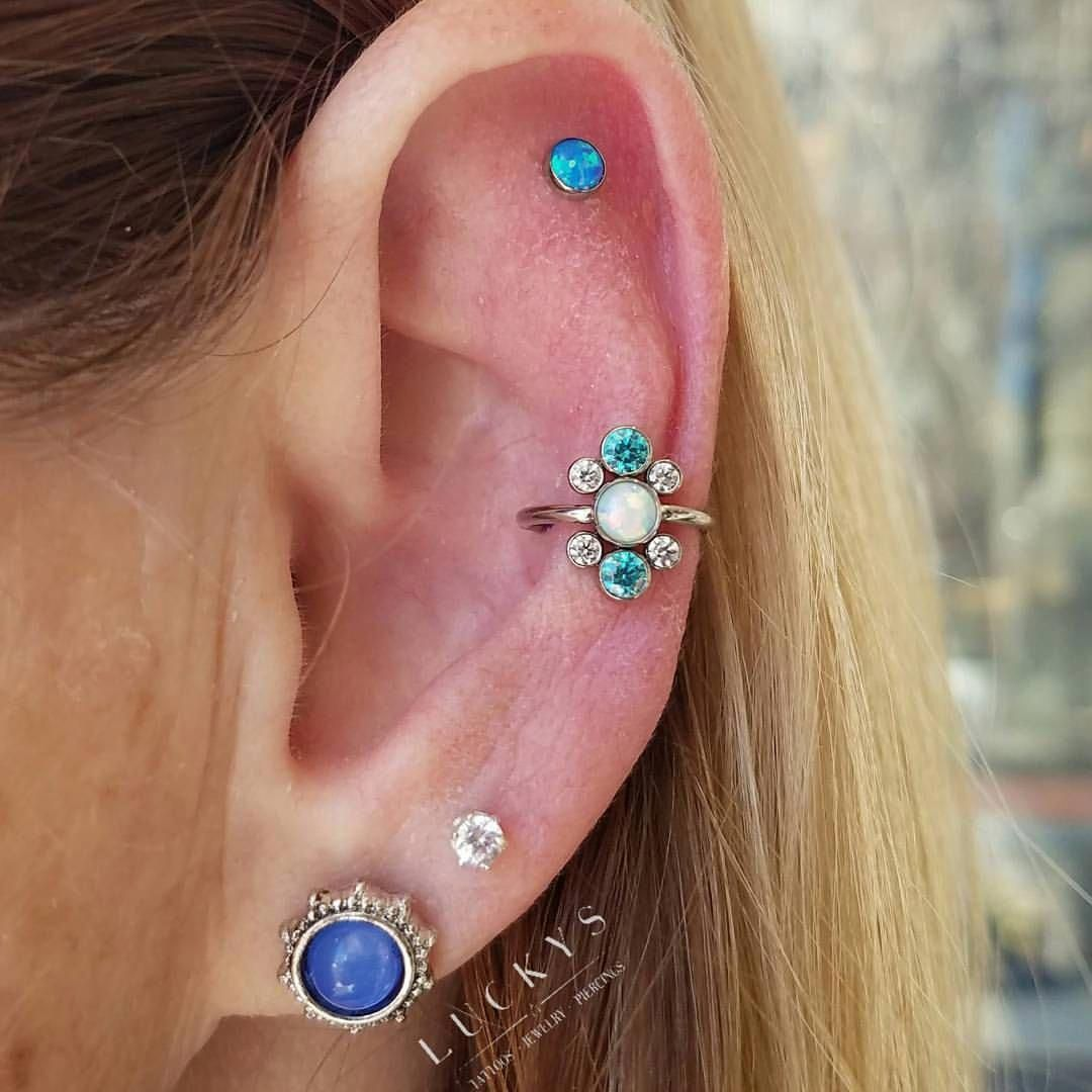 A fresh conch with a really unique and fun piece of jewelry. Done by @zwpiercing #luckysnoho #northamptonma #conchpiercing #safepiercing #anatometal #MakeAnOutfitLookExpensive