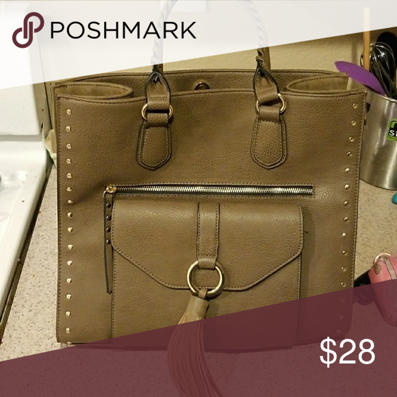 Large Apt 9, used once Large perfect condition, dark olive green color. Purchased from Kohls. Apt. 9 Bags