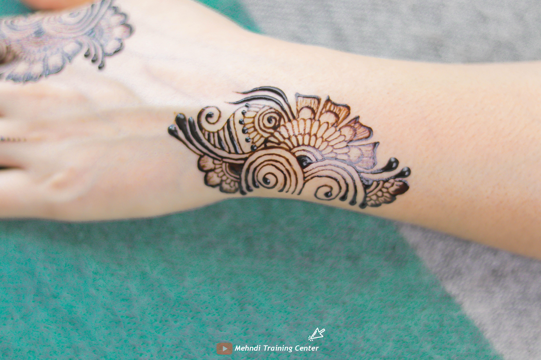 نقش الحناء فيديو سهل و جميل نقش الحناء خطوة بخطوة نقش الحناء البسيط Tribal Tattoos Mehndi Designs Henna Mehndi