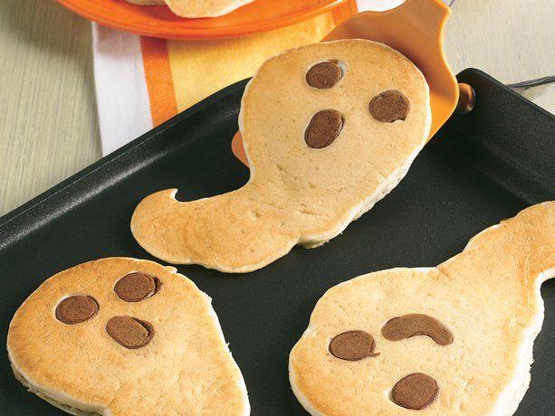 Halloween Ghost Pancakes #halloweenbreakfastforkids