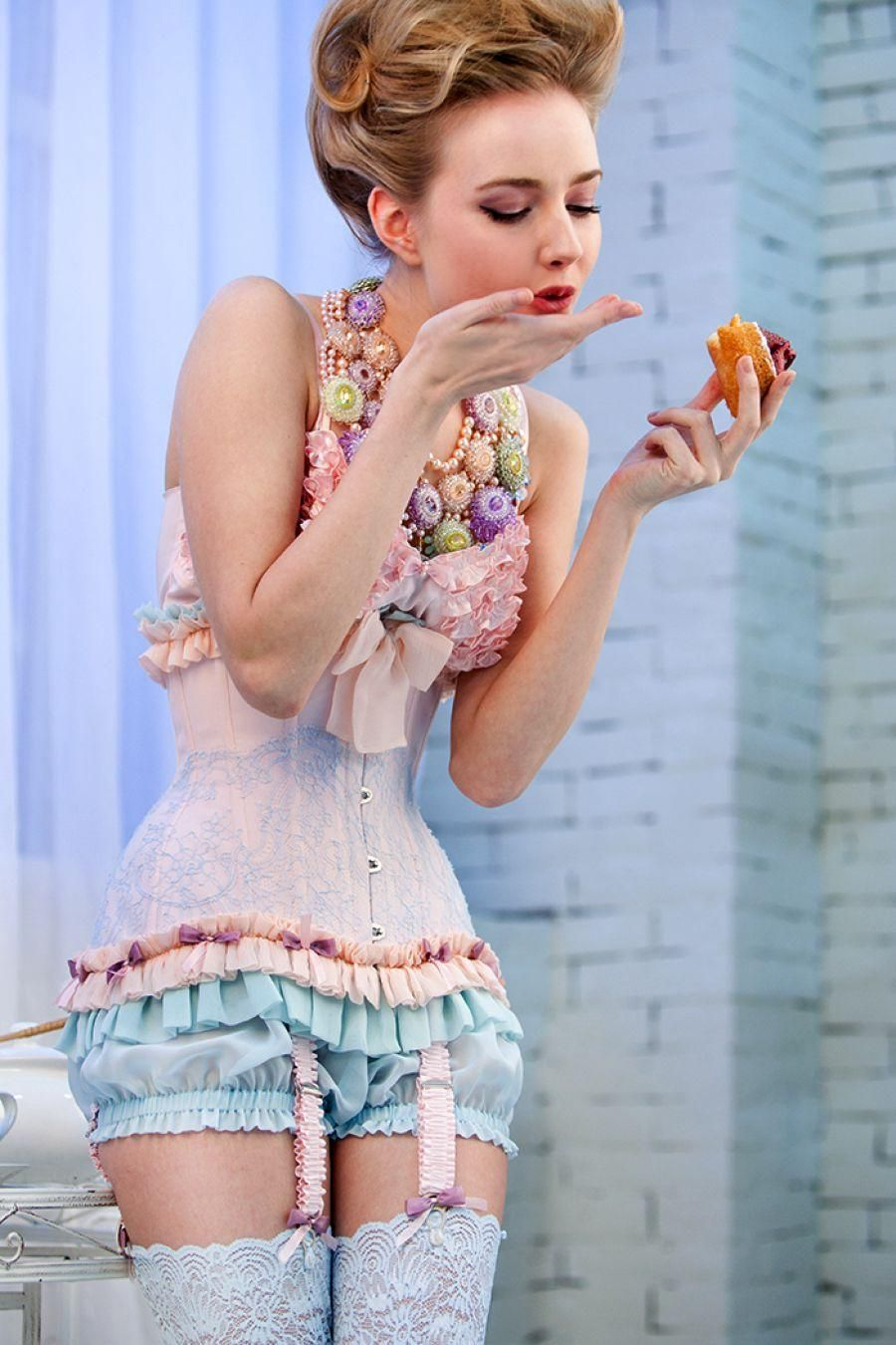 Corsets that blow your mind, not your budget! - Alice In Weddingland Wedding Blog #weddingonabudget