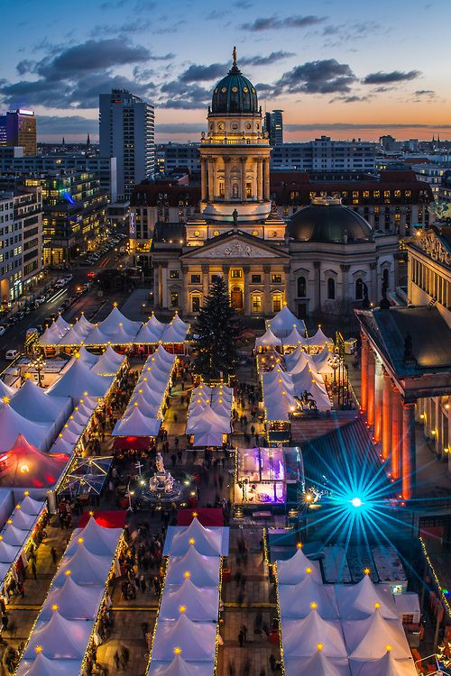 Kerstmarkt op de Gendarmenmarkt, het mooiste plein van heel Berlijn!