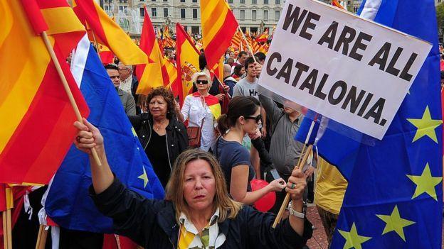 La tensión no deja de aumentar en España a días de que se celebre el referendo catalán, que la justicia española considera ilegal. ¿Sabes realmente qué es lo que está pasando? Aquí damos las claves para entenderlo.