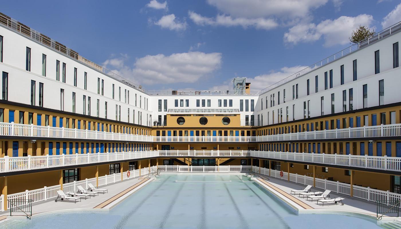 Art Deco Pool In Paris