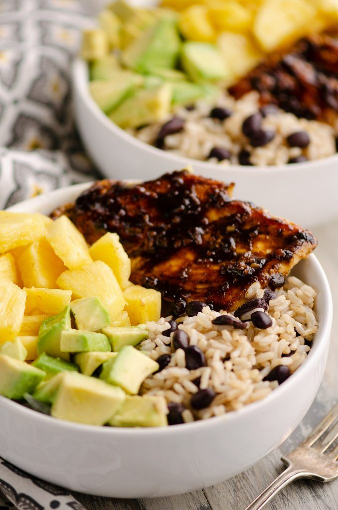 Cuban Chicken Rice Bowl is an easy 20 minute weeknight dinner recipe perfect for healthy meal prep. The combination of pineapple, avocado, rice and beans paired with the Cuban spiced chicken is delicious! #cubanrice