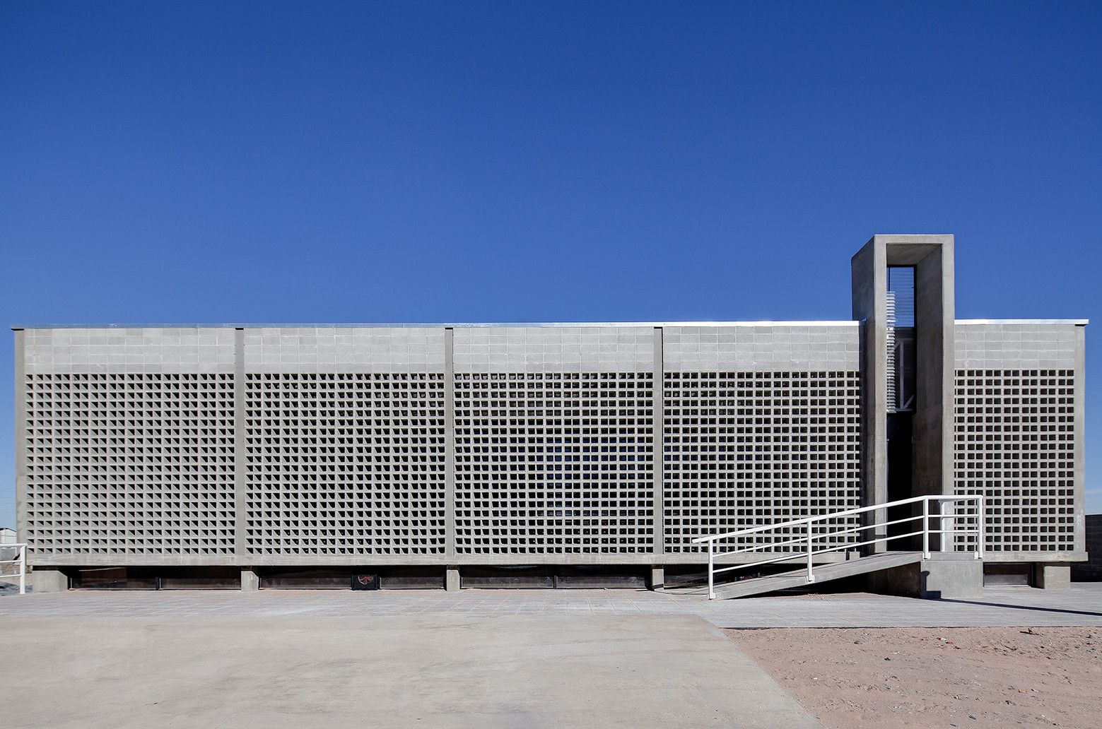 Gallery of Bº Provincias Unidas Sports Center / Estudio demarchisalcedo.arqs + Barigelli & Asoc - 7