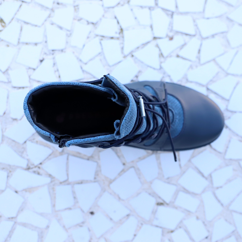 SCHUHE DIE MITWACHSEN: Füße mit hohem Spann, breite Füße