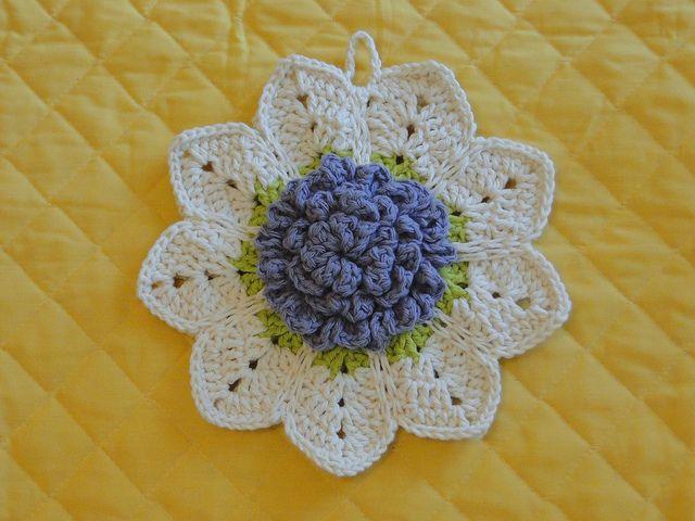 rose potholder | Pinterest | Häkelblumen, Häkeln und Topflappen