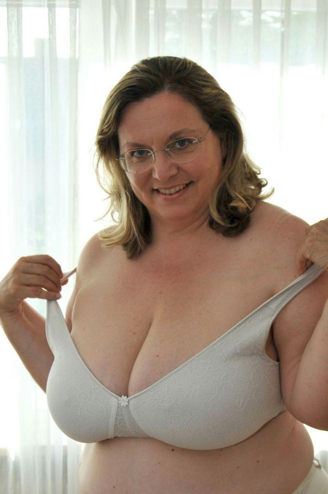 Tattooed women porn pics