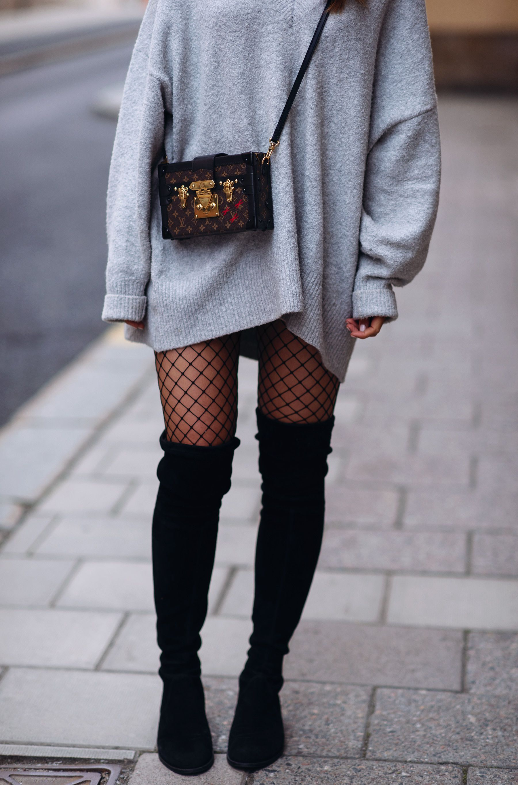 Big sweater & fishnets   Stockings outfit