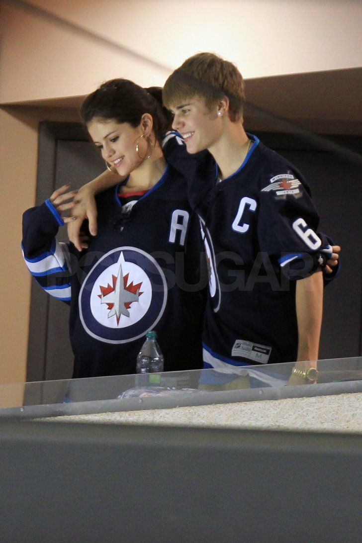 Justin Bieber and Selena Gomez Make Out at a Hockey Game!