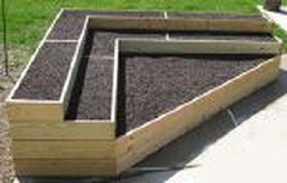 25 Simple Ideas To Make Cascading Garden Planter 3 Cascading Garden Garden Planters Garden Planters Diy Garden Planters Pots Garden Planters Raised Garde In 2020