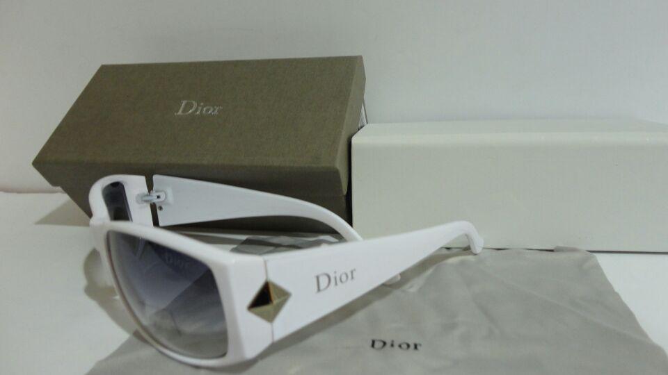 ديور نظارات شمسية بكامل ملحقاتها السعر 80 ريال جودة ممتااازة Square Sunglass Sunglasses Dior