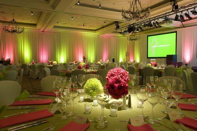 Decoração de festa de 15 anos nas cores rosa e verde. http://www.seuevento.net.br/uberlandia/artigos-e-dicas/11/10/2013/cores-de-decoracao-para-festas-de-15-anos/