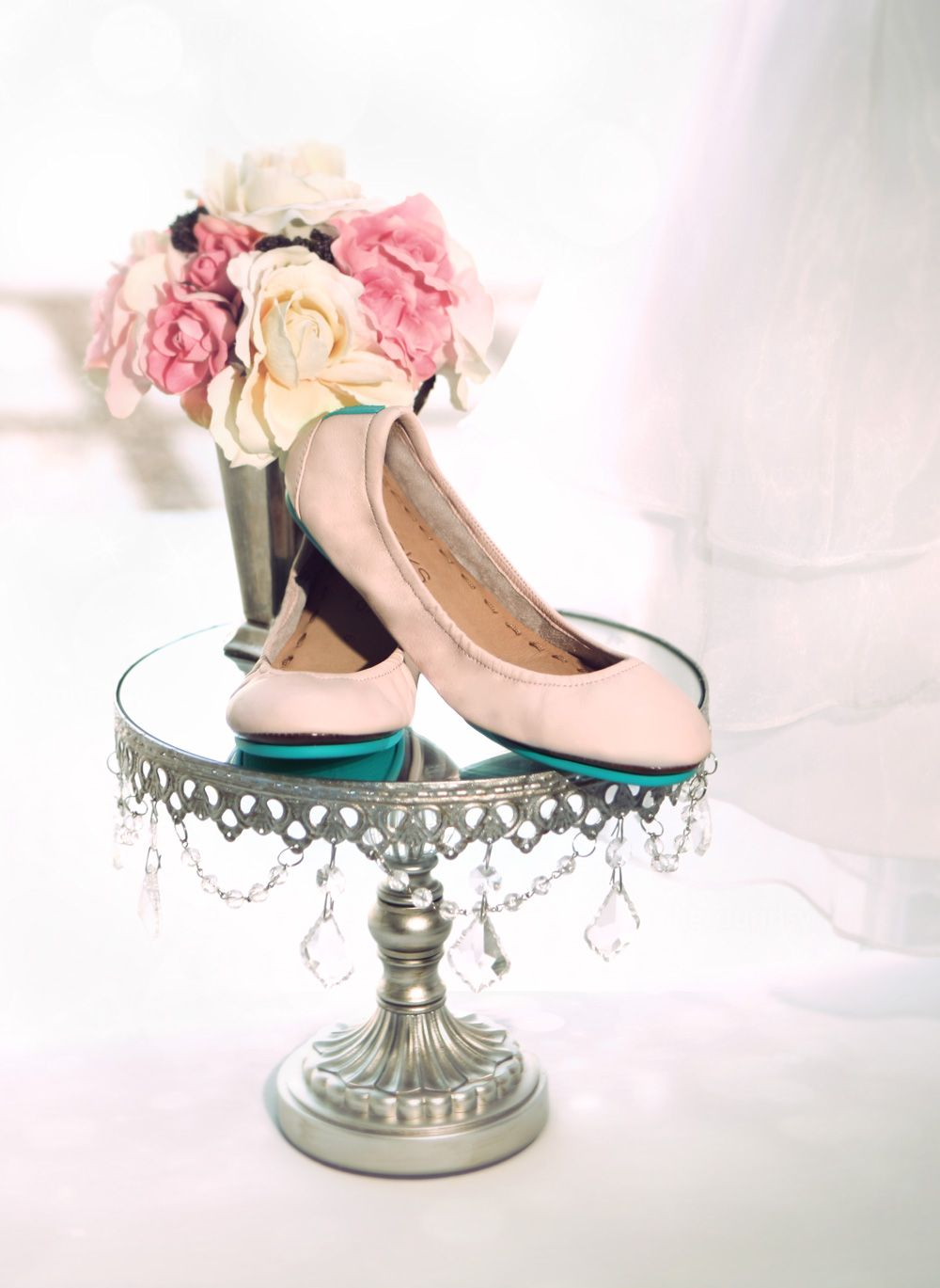 Tieks flats - perfect + comfy footwear on your wedding day! #Stellabrate