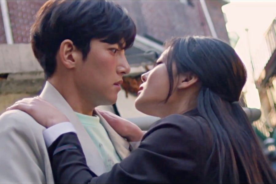 """Watch: Ji Chang Wook Can't Resist Kim Yoo Jung's Charms In Hilarious New Teaser For """"Backstreet Rookie"""""""