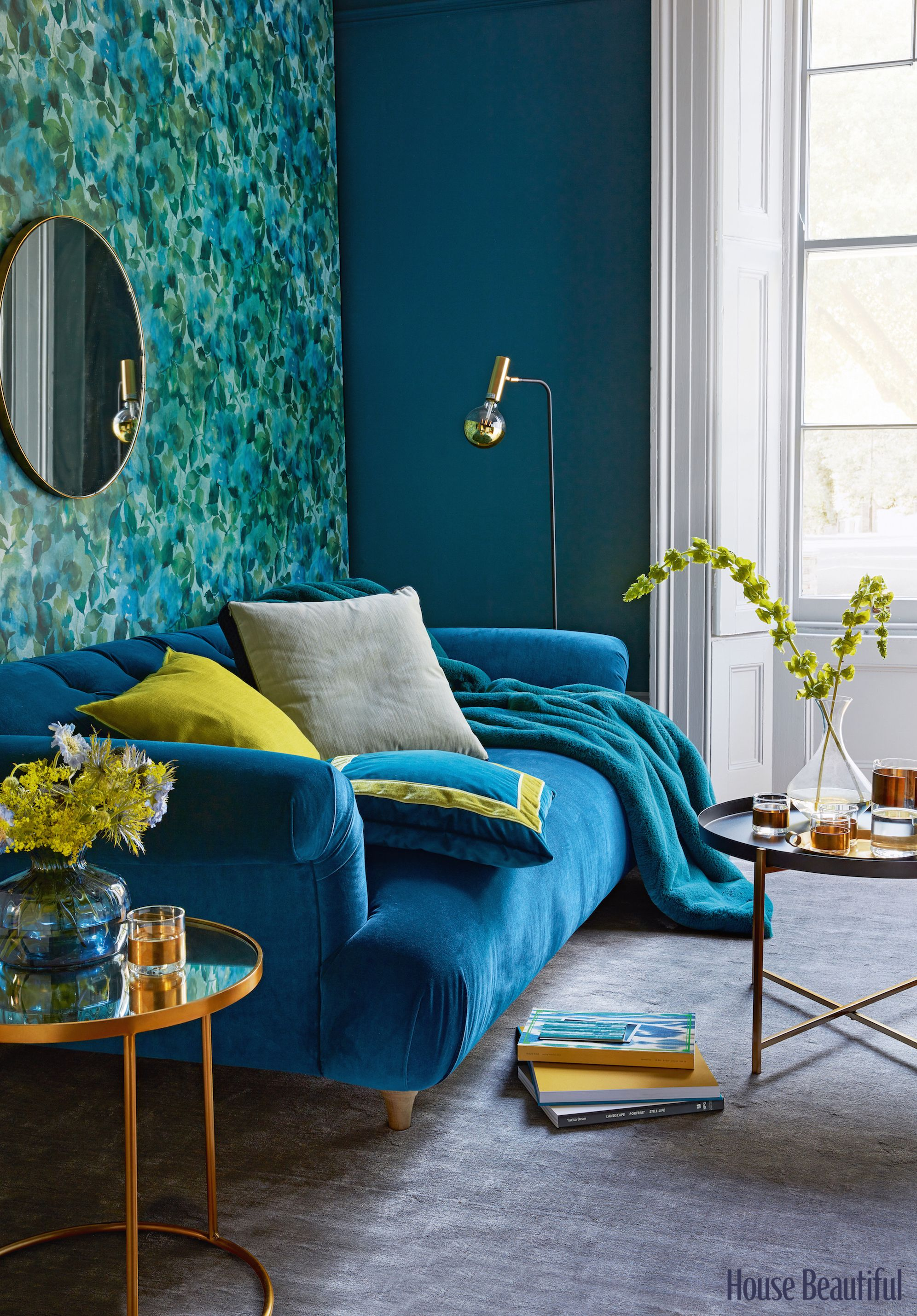 8 Photos That Will Make You Want To Decorate With Velvet Immediately Velvet Sofa Living Room Teal Living Rooms Teal Living Room Decor