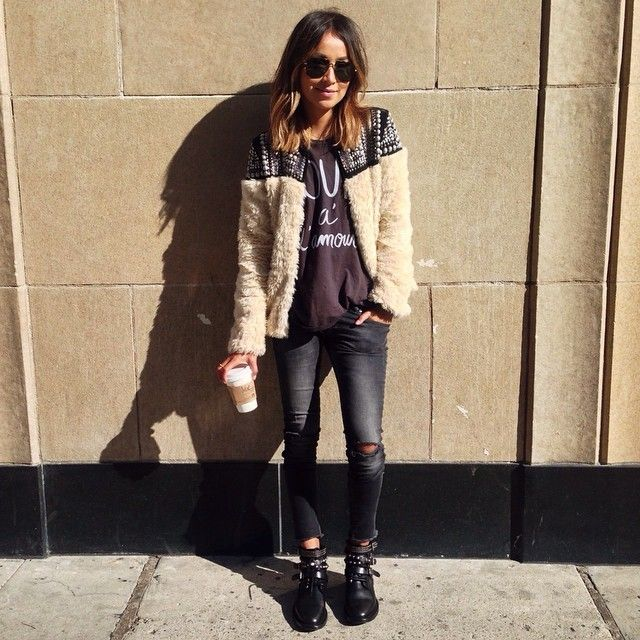 Feeling a bit cool yesterday. ❤️ / @aninebing jeans, @shop_sincerelyjules tee and Free People jacket.