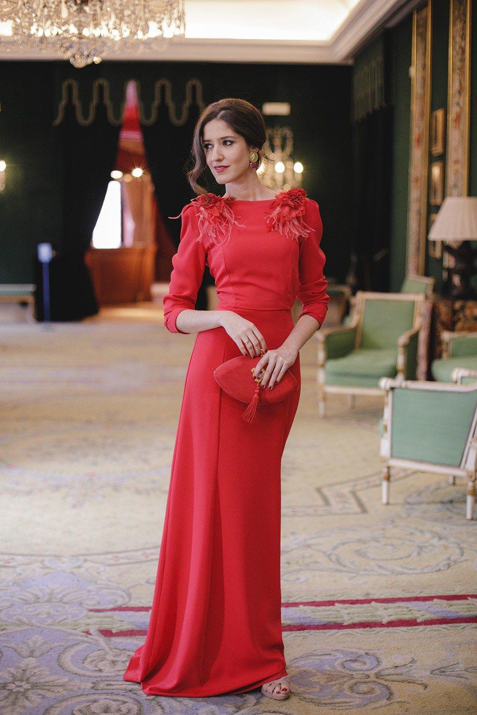 Look invitada boda noche vestido rojo largo espalda  1a5891d57701