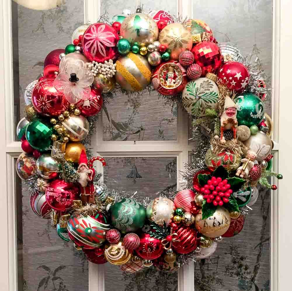 Our Tutorial And 30 Tips To Make Your Own Vintage Christmas Ornament Wreath Vintage Ornament Wreath Christmas Ornament Wreath Vintage Christmas Ornaments