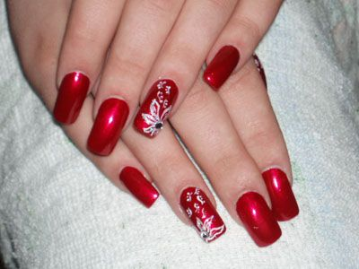 Red Polish With White Flowers Red Nail Designs Nail Art Wedding Red Nail Art Designs
