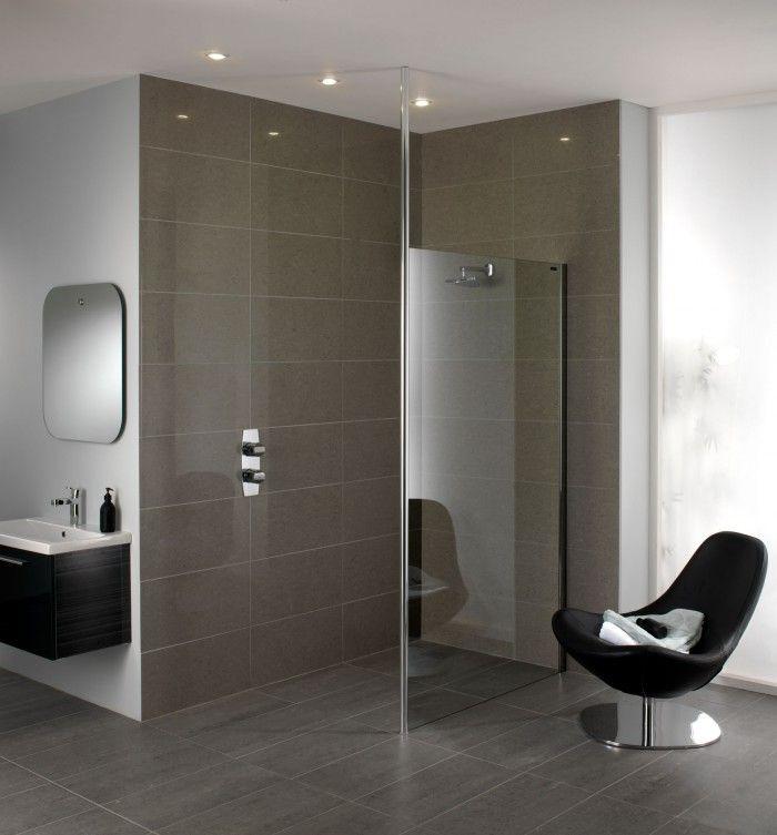 Moderne inloopdouche met duscholux urban douchewand deze stijlvolle moderne badkamer heeft een - Moderne badkamer betegelde vloer ...