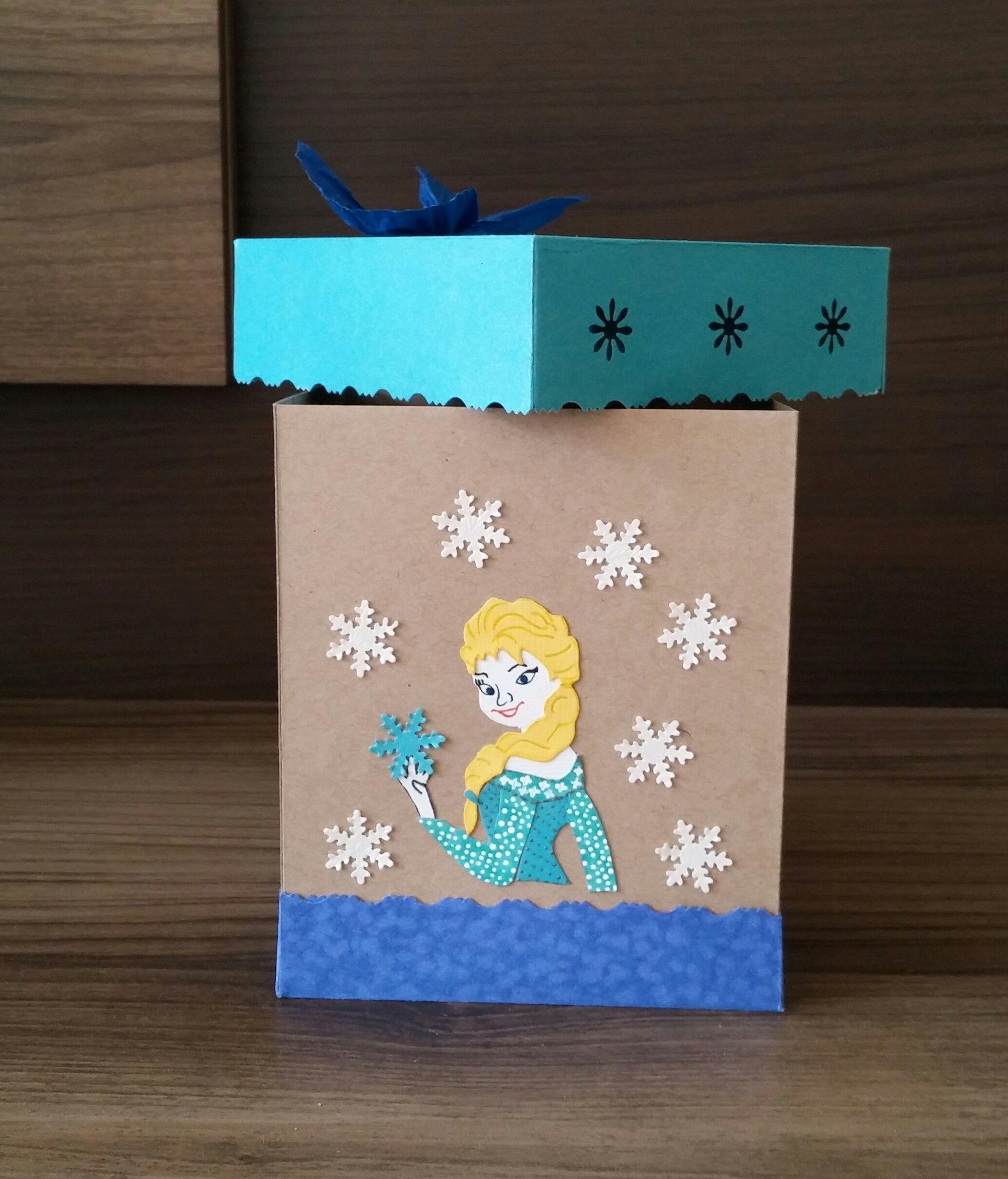Elsa con pequeños copos de nieve