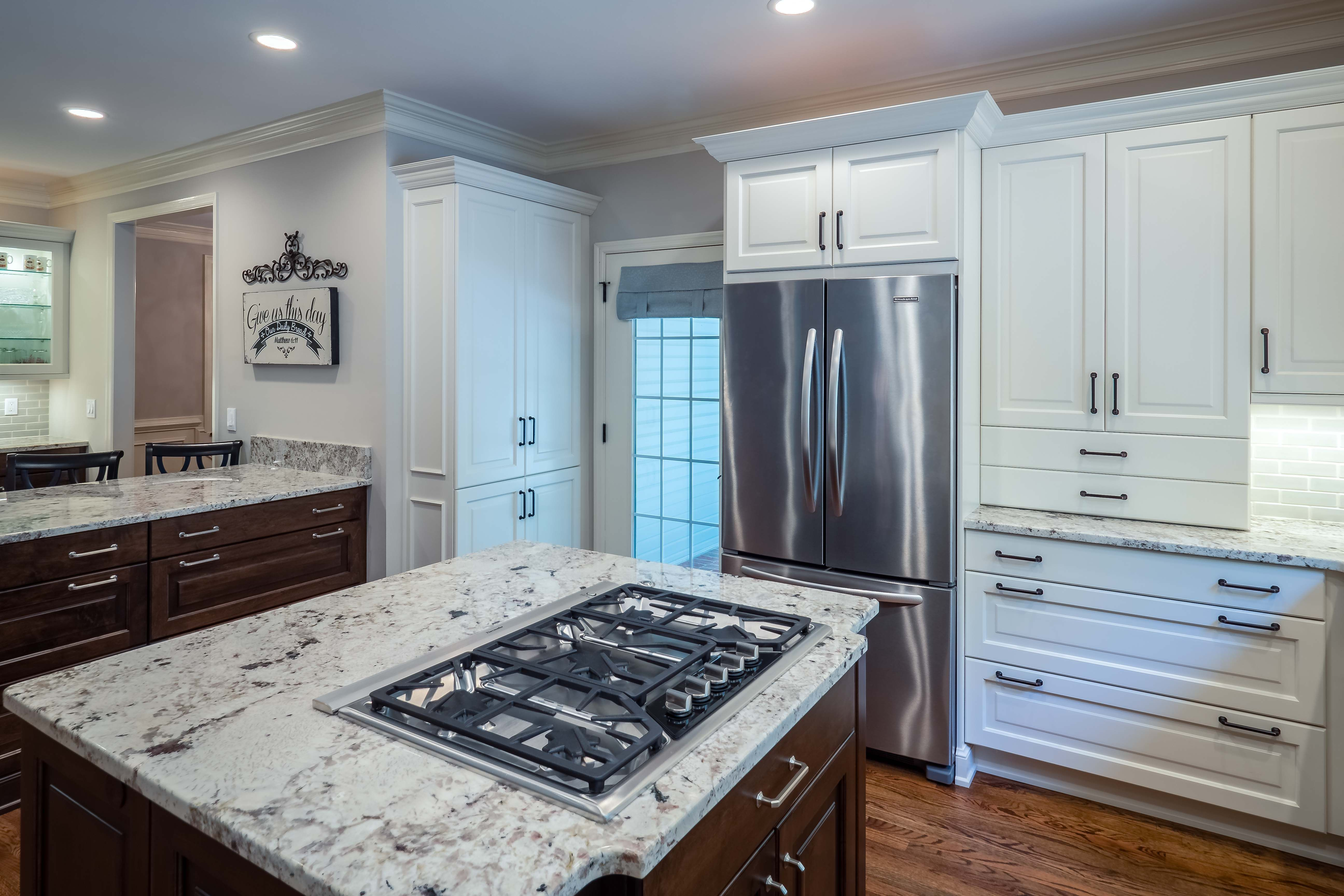 Woodmode Custom Kitchen Cabinetry in Alpine white on Maple and Dark ...
