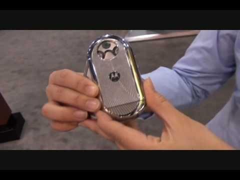 모토로라, 최초 원형 디스플레이 탑재한 모바일폰 아우라 공개 - YouTube