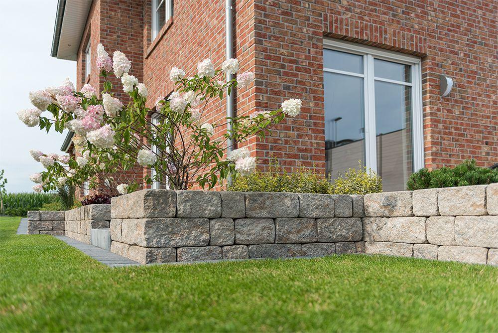 Terrassenbegrenzungen errichten mit SIOLA® -MINI Muschelkalk - mauersteine antik diephaus