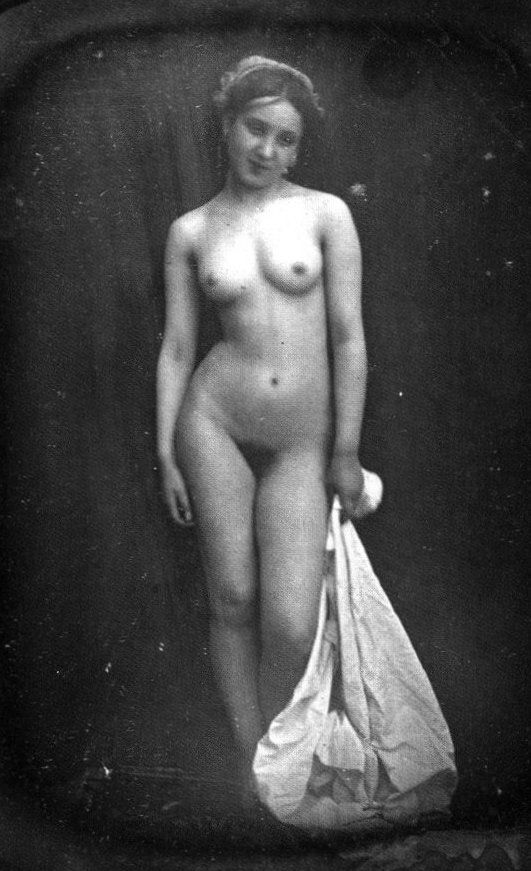http://culturacolectiva.com/la-historia-de-la-fotografia-erotica/