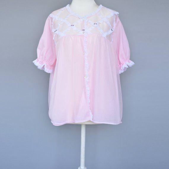 81c8231e80 DESCRIPTION - Vintage pink short sleeve pyjama top bed jacket from the  1960s. Babydoll