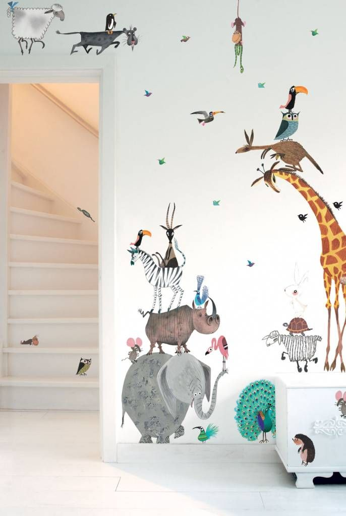 Supergrote set dieren muurstickers van Kek Amsterdam, perfect om de muren van de kinderkamer of babykamer te decoreren. Set van 39 stickers, € 139,95