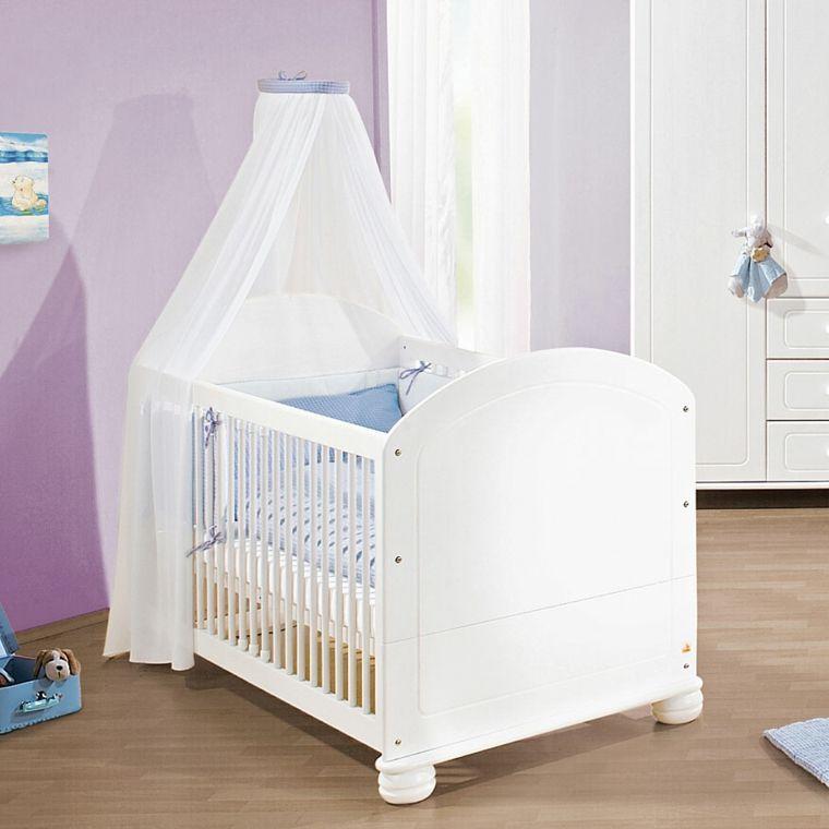 Cuna blanca con dosel en la habitaci n de beb muebles - Habitacion recien nacido ...