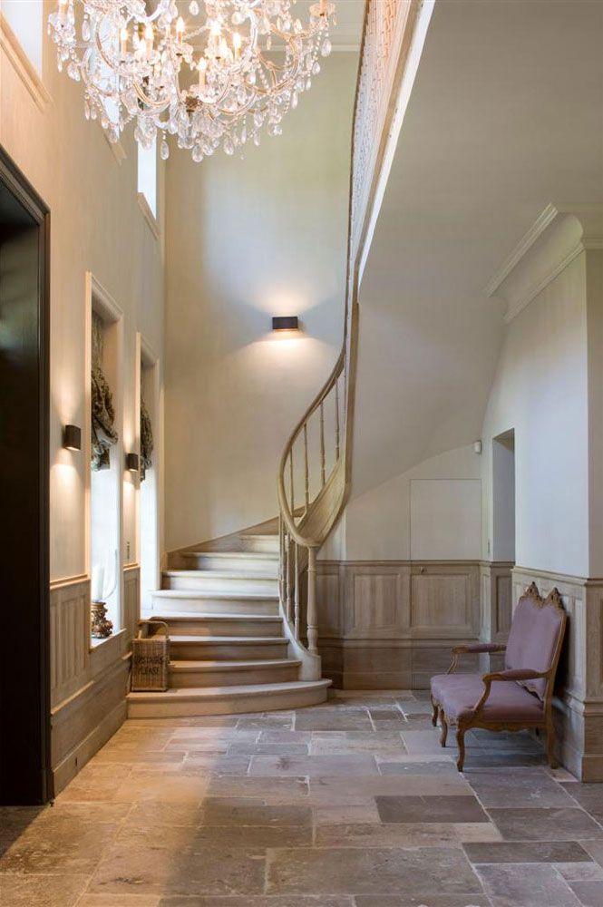 f r kunst kann das ambiente nicht ausgesucht genug sein kunst ben tigt das richtige ambiente. Black Bedroom Furniture Sets. Home Design Ideas