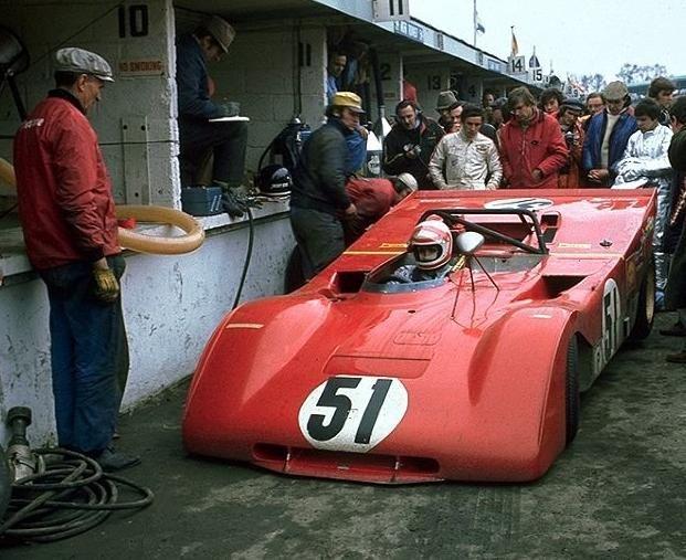 """la version """"essais"""" de 71, a Brands. Hatch 71 (pas encore tous les stickers sur le capot avant...) :avec Regazzoni au volant"""