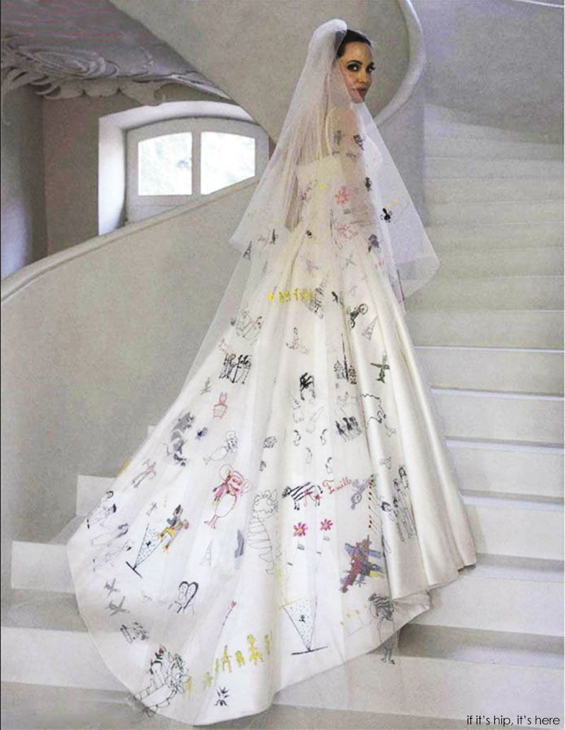 Angelina Jolie Pitt S Wedding Gown And Veil Decorated With Her Children S Art Angelina Jolie Wedding Dress Angelina Jolie Wedding Versace Wedding Dress